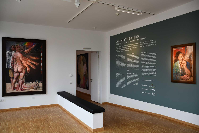 """Blick in die Ausstellung """"Sittes Meisterschüler. Weidenbach - Schult - Deparade - Wagenbrett."""""""