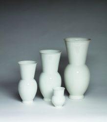 Marguerite Friedlaender, Halle Vasen in diversen Größen, KPM Berlin, 1931, Porzellan, weiß, Foto Christoph Sandig